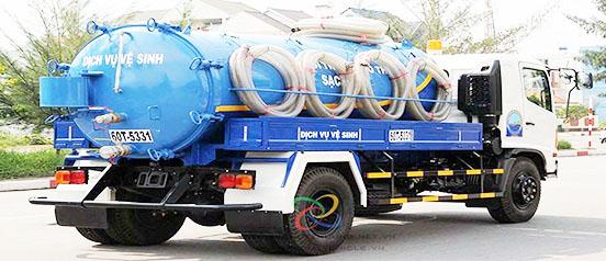Dịch vụ hút hầm cầu của công ty vệ sinh môi trường VIỆT IPHỐ tại Thuận An