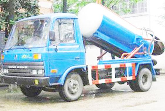 Máy móc hiện đại hỗ trợ đắc lực cho việc hút hầm cầu